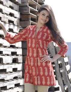 Discover recipes, home ideas, style inspiration and other ideas to try. Short Kurti Designs, Churidar Designs, Kurta Designs Women, Crop Top Designs, Tunic Designs, Kurti With Jeans, Kurta Neck Design, Short Tops, Long Tops