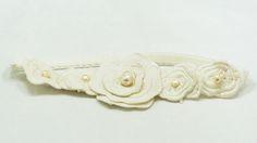 SANTORINI: Liga con flores Valentino y perlas japonesas.
