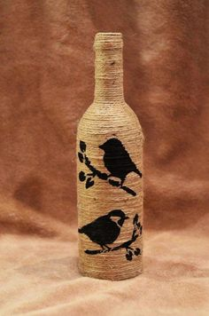 DIY wine bottle painting ideas for home decoration, Glass Bottle Crafts, Wine Bottle Art, Painted Wine Bottles, Diy Bottle, Diy With Glass Bottles, Waste Bottle Craft, Diy Plastic Bottle, Decorative Bottles, Bottles And Jars
