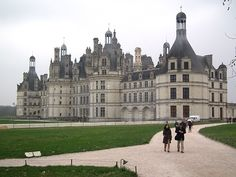 France: The lavish lifestyles of Loire - this looks really interesting!