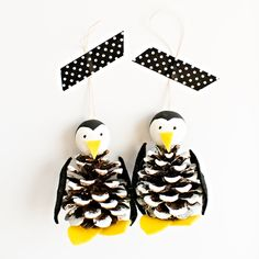 Turn pine cones into adorable penguins. They make a veryfestive winter decoration.