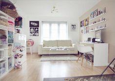 Bubbaloo Photography studio - narrow shelves for display