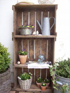 """tuinkast van heel oude fruitkisten """"au naturel""""  Ook mooi voor op het balkon!"""