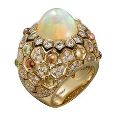 CARTIER Bague Haute Joaillerie Or jaune, opale, saphirs de couleur, laque noire, diamants