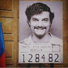 Narcos - Netflix 1 Season Wagner Moura - Pablo Escobar Gaviria I'm pretty hooked on this series. It's rough but Im binge watching when the kids are asleep or out of the house. Pablo Emilio Escobar, Pablo Escobar, Narcos Poster, Series Movies, Tv Series, Narcos Pablo, Best Series, Vintage Movies, Best Tv
