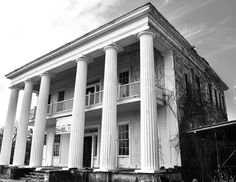Front of abandoned plantation home located a couple of blocks from the town square in Tuskegee, AL. Abandoned Plantations, Abandoned Mansions, Abandoned Houses, Abandoned Places, Old Houses, Gothic Revival Architecture, Southern Architecture, Southern Mansions, Southern Plantations