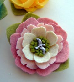 Summer Flower Hair Clip Collection by giddyupandgrow on Etsy Felt Flowers, Diy Flowers, Flowers In Hair, Fabric Flowers, Paper Flowers, Felt Hair Clips, Flower Hair Clips, Fabric Flower Brooch, Art N Craft