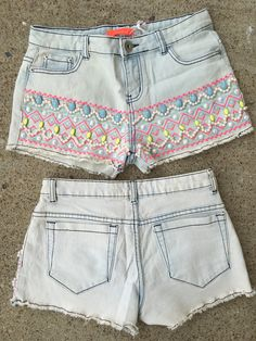 The cutest light wash denim shorts with bedazzled beaded work all on the front. Model is wearing a size small. Fits true to junior size.