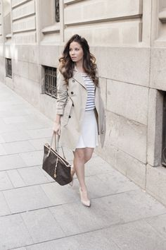 Trench, look formal, outfit, stilettos, michael kors, rayas, falda, ejecutiva