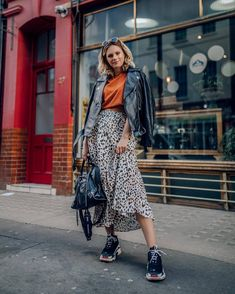 With the fall season approaching, everyone will be wearing sweaters, jeans, and jackets. SO how can you stand out and customize your wardrobe? Try these five suggesting to making your wardrobe your own. New Balenciaga, Girl Outfits, Fashion Outfits, Womens Fashion, Animal Print Outfits, Leopard Skirt, Professional Dresses, Street Style, Sporty Style