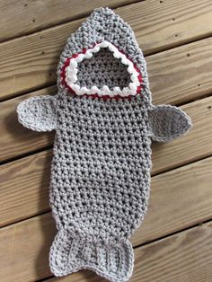 Newborn Crochet Patterns Crochet PATTERN for a newborn shark attack cocoon made with chunky yarn. Simple enough for beginners… Baby Set, Baby Kostüm, Baby Kind, Baby Newborn, Newborn Crochet Patterns, Baby Patterns, Knitting Patterns, Crocheting Patterns, Crochet Baby Cocoon