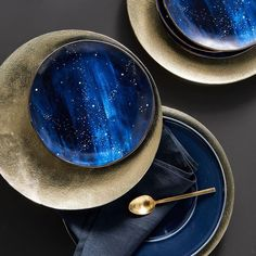 cool mugs Shoot for the stars during your next dinner party or meal with our Constellation Salad Plates. With a navy background and celestial accents, each plate serves up a side of subtle glam. Deco Table Noel, Celestial Wedding, Navy Background, Luxury Interior Design, Decoration Table, Salad Plates, West Elm, Kitchenware, Ceramic Tableware