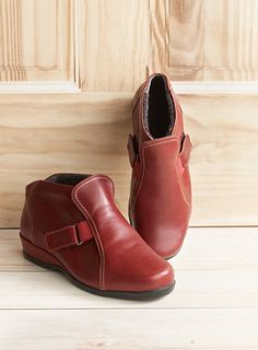 8a0df584015e 13 Best Women s Extra Wide Sandals images