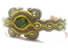 Bracciale realizzato con soutache, cristallo e perle Svarowski. Soutache bracelet with crystal and Svarowski pearls. www.annodarte2013.blogspot.it