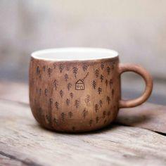 Desenli bardak - Hobbies paining body for kids and adult Pottery Mugs, Ceramic Pottery, Slab Pottery, Thrown Pottery, Ceramic Mugs, Ceramic Art, Ceramic Bowls, Keramik Design, Kitchenware