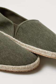 Espadrilles in fabric with braided jute trim around soles, elastic panels at sides, and a loop at back. Cotton canvas lining and insoles. Flat Shoes Outfit, Slip On Shoes, Me Too Shoes, Casual Shoes, Dark Khaki, Khaki Green, Espadrilles Men, Green Man, Fashion Company