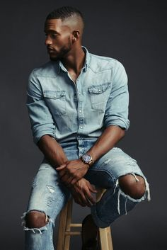 Handsome Men Quotes, Handsome Arab Men, Black Male Models, Male Models Poses, Portrait Photography Men, Photography Poses For Men, Black Man, Swag Style, Strong Woman Tattoos