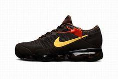 Zapatillas Hombre Nike Air VaporMax Marrón #NikeVapormax Air Max Sneakers, Sneakers Nike, Nike Air Vapormax, Shoes, Fashion, Cheap Nike, Vintage Man, Nike Men, Leather