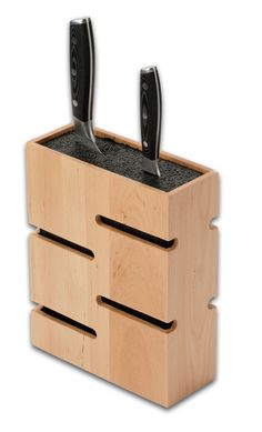 Wooden universal knife blocks -compressed fibre inserts are able to store any knives. Safe, flexible, slot-free storage.