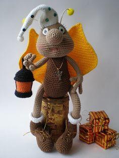 Knitting Amigurumi Love of My toys: Cute Amigurumi Amigurumi Firefly-Free Pattern Directions - lots of doll patterns Crochet Bee, Crochet Amigurumi, Love Crochet, Amigurumi Doll, Crochet Crafts, Crochet Toys, Crochet Projects, Crochet Dolls Free Patterns, Crochet Doll Pattern