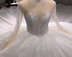 Rochie mireasa stil printesa, spectaculoasa, cu mii de cristale cusute. Mermaid Wedding, Lace Wedding, Wedding Dresses, Fashion, Bride Dresses, Moda, Bridal Gowns, Alon Livne Wedding Dresses, Fashion Styles