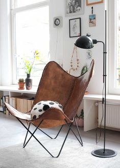 Modern Vintage Interior love this chair Home Design Living Room, Home And Living, Reading Nook Chair, Rich Home, Concept Home, Butterfly Chair, Take A Seat, Occasional Chairs, Living Room Chairs