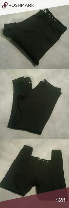 "Nike Pro Fit Dry Leggings sz Small Black Nike Pro Fit Dry Leggings, elastic waist band and around bottoms, cropped length, pre-loved but in great condition from a smoke and pet free home  89% polyester /11% spandex  Approx Measurements :  Waist 14.5"" Rise 8 "" Inseam 25.5"" Nike Pants Leggings"
