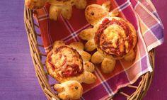Schäfchen-Pizza für Kinder Rezept: Pikantes Kleingebäck mit Tomatenmark und Käse für den Kindergeburtstag - Eins von 7.000 leckeren, gelingsicheren Rezepten von Dr. Oetker!