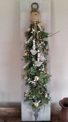 Easy to Make Outdoor Christmas Decorations on a Budget – Farmhouse Decor Christmas Swags, Outdoor Christmas Decorations, Modern Christmas, Xmas, Ideas Actuales, Front Garden Entrance, Seasonal Decor, Holiday Decor, Flower Quotes