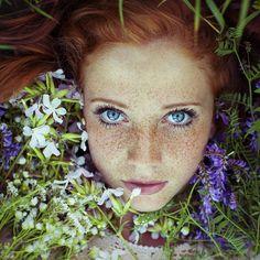 Striking Portraits of Gorgeously Freckled Redheads by Maja Topčagić - My Modern Met