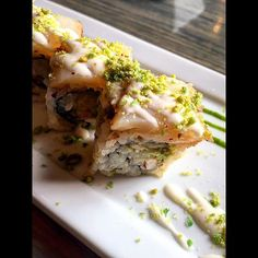Scallop Tataki from Surf Sushi Bar #surfsushibar #sushi #makiroll #surfsushi #surf #portsmouth #downtown #onthewater #scallop #wasabi #maki #tataki #asianpear #ginger #peas #chopsticks #vacation #dru #gmoney by frostydg