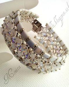Tila Beads, Biconi e rocailles sono combinati allinterno di un meraviglioso braccialetto . l  Lunione di tecniche di tessitura vi porterà a