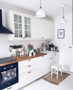 The Best of Little Apartment Kitchen Decor - Kitchen Remodel Kitchen Desks, Small Apartment Kitchen, Home Decor Kitchen, Interior Design Kitchen, New Kitchen, Home Kitchens, Kitchen Wood, Decorating Kitchen, Ikea Small Kitchen