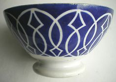 RARE Bol 1900, signé Digoin-Sarreguemines, bleu cobalt et arabesques blanches