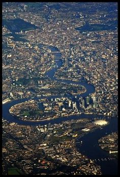 U.K. A grand overview of the Thames in London by carey