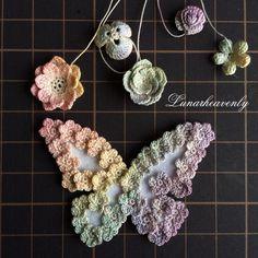 ひとまわり小さいサイズの蝶々。今まですべて色付けしてから縫い付けていたのだけど、虹色のようにちょっと複雑な色は、小花だけ縫い付けてから色付けしたほうがグラデーションが綺麗にできるかなぁと、色々試してみてます。
