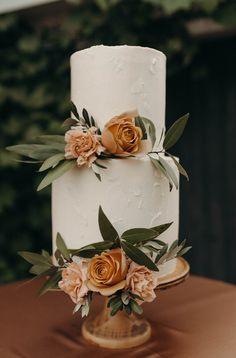 Forest Wedding, Fall Wedding, Our Wedding, Dream Wedding, Wedding Desserts, Wedding Decorations, Floral Wedding, Wedding Flowers, Wedding Cake Rustic