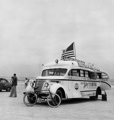 Silky's HotDog Stand, Daytona Beach, Florida, 1954. Photo: Berenice Abbott