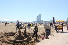 Playa de la Barceloneta.  La plage de Barcelone est tout près du centre-ville