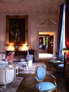 Chateau De La Garoupe Interiors | la boule de neige surprise - Foto van Chateau de Curzay, Curzay-sur ...