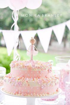 Ballerina Birthday Party | Cake | www.lifeandbaby.com