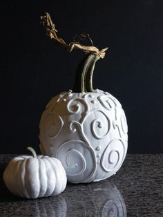 Get ready for Halloween with these 25 DIY Pumpkin Decorating Ideas. White Pumpkins, Painted Pumpkins, Fall Pumpkins, Halloween Pumpkins, Carving Pumpkins, Pumpkin Carving, Pumpkin Painting, Fete Halloween, Diy Halloween Decorations