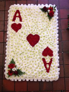 Playing Card Deco Floral, Arte Floral, Floral Design, Funeral Floral Arrangements, Flower Arrangements, Funeral Tributes, Sympathy Flowers, Flower Spray, Funeral Flowers