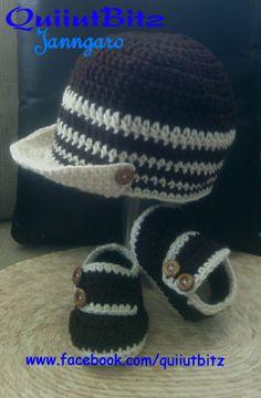 Gorra y zapatos para bebé tejidos en crochet en color café y hueso.