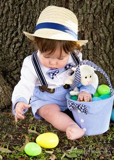 Walker, 6 Months, baby boy, Easter, basket, little hat, Pictures, Pics, Portraits, Photography, Photos, outdoor, natural light, Palestine TX, East Texas, Athens TX © Gentry's Photography