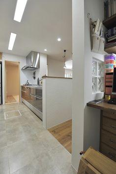 家事机はキッチンから近く、視界からは隠す House Rooms, Modern Interior, New Homes, Bathtub, House Design, Kitchen, Inspiration, Furniture, Home Decor