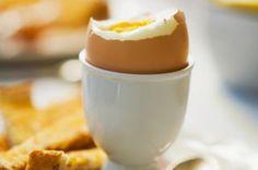 Breakfast under 100 calories - Ham omelette - goodtoknow Breakfast Under 100 Calories, Low Calorie Breakfast, Yogurt Breakfast, Diet Breakfast, 100 Calorie Meals, Low Calorie Recipes, Calorie Diet, Omelette, Beans On Toast