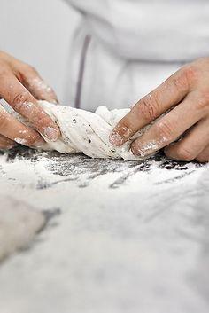 Making Bread-- Un artículo de El País sobre un panadero. Excelente!