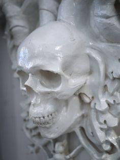 Porcelaine tête de mort  #SCULTURE  #ORNEMENT