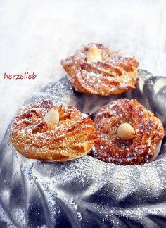 Marzipinis sind ganz besondere Weihnachtskekse. Plä0tzchen mit Marzipan, feiner Orangennote und einem Haus Zimt - Weihnachten kann kommen!